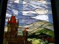фото витража с изображением замка и холмов