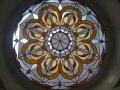 витраж в круглом мансардном окне - калейдоскоп