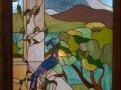 изображение павлина на витраже в стене